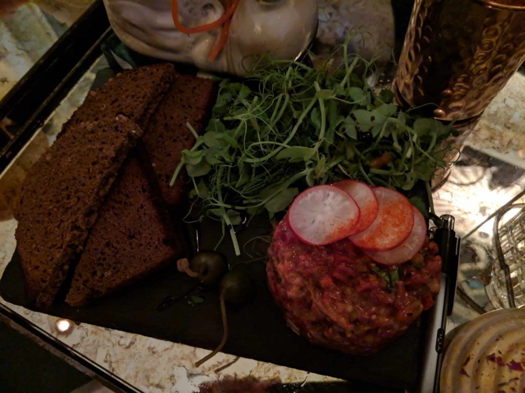 Steak tartar with salad and bread